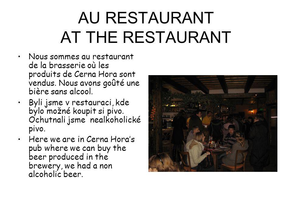 AU RESTAURANT AT THE RESTAURANT Nous sommes au restaurant de la brasserie où les produits de Cerna Hora sont vendus.