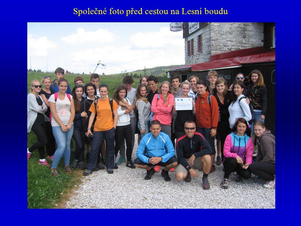 Společné foto před cestou na Lesní boudu