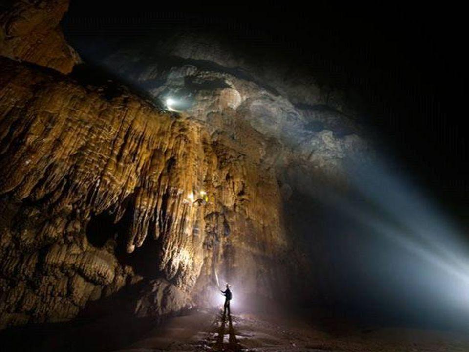 Po prozkoumání průchodu jeskyní byla cesta dál zablokována na šestém kilometru, impozantním a masivním vápencem nazvaným Velká zeď Vietnamu.