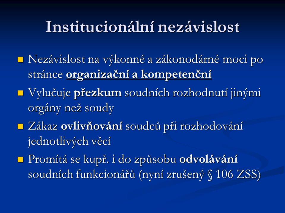Institucionální nezávislost Nezávislost na výkonné a zákonodárné moci po stránce organizační a kompetenční Nezávislost na výkonné a zákonodárné moci p
