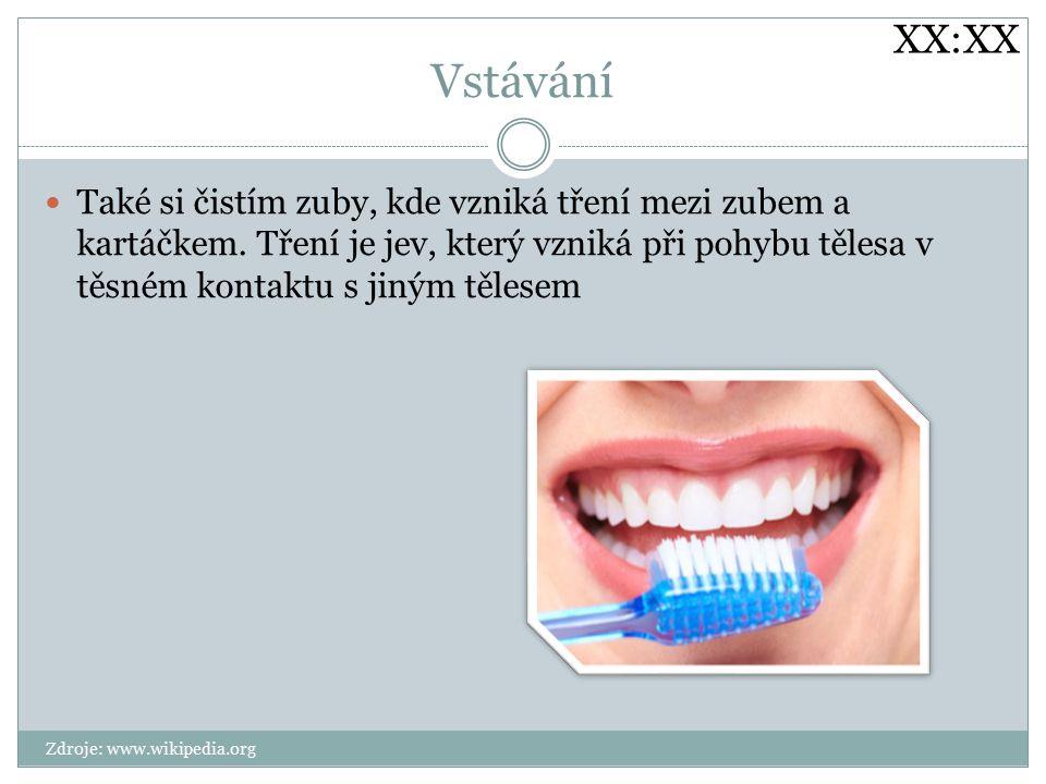 Vstávání Také si čistím zuby, kde vzniká tření mezi zubem a kartáčkem.