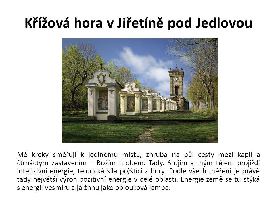 Křížová hora v Jiřetíně pod Jedlovou Mé kroky směřují k jedinému místu, zhruba na půl cesty mezi kaplí a čtrnáctým zastavením – Božím hrobem. Tady. St