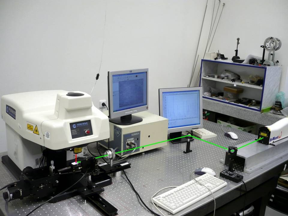 LA – ICP  tvorba ablatovaného materiálu  transport nosným plynem do ICP  sekundární excitace a ionizace materiálu  excitace  monochromatizace záření (mřížka)  detekce  ionizace  separace částic dle m/z (MS analyzátory)  detekce
