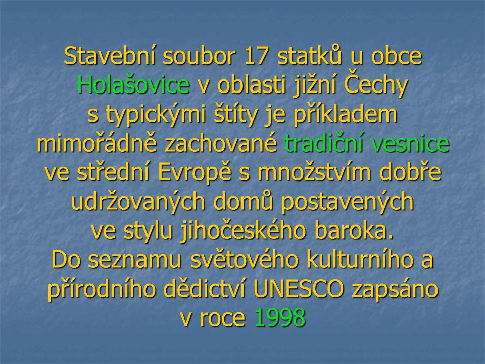 Stavební soubor 17 statků u obce Holašovice v oblasti jižní Čechy s typickými štíty je příkladem mimořádně zachované tradiční vesnice ve střední Evrop