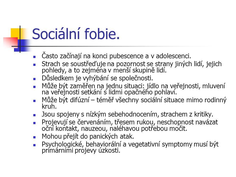 Sociální fobie. Často začínají na konci pubescence a v adolescenci. Strach se soustřeďuje na pozornost se strany jiných lidí, jejich pohledy, a to zej