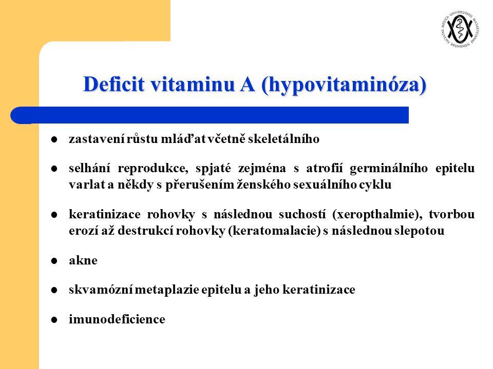 Deficit vitaminu A (hypovitaminóza) zastavení růstu mláďat včetně skeletálního selhání reprodukce, spjaté zejména s atrofií germinálního epitelu varla