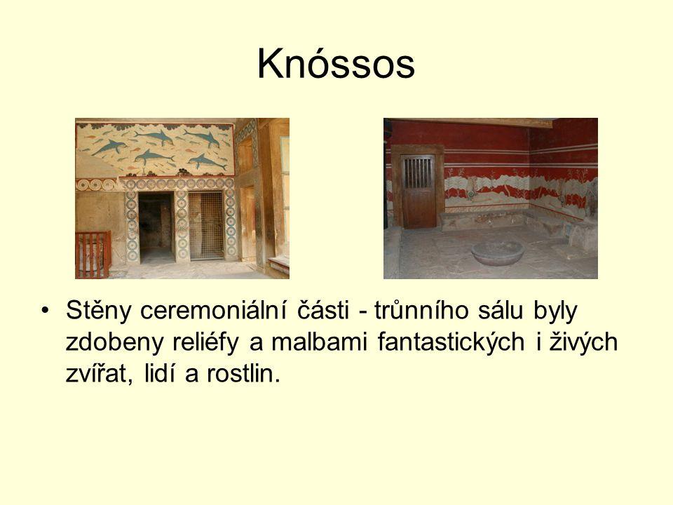Stěny ceremoniální části - trůnního sálu byly zdobeny reliéfy a malbami fantastických i živých zvířat, lidí a rostlin.