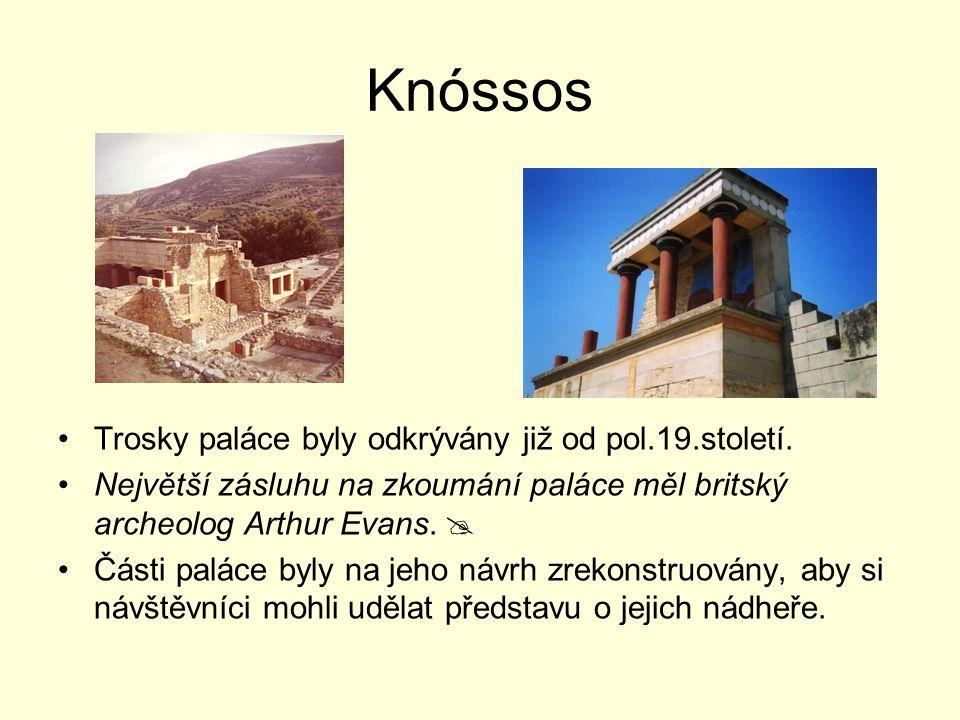 Trosky paláce byly odkrývány již od pol.19.století. Největší zásluhu na zkoumání paláce měl britský archeolog Arthur Evans.  Části paláce byly na jeh