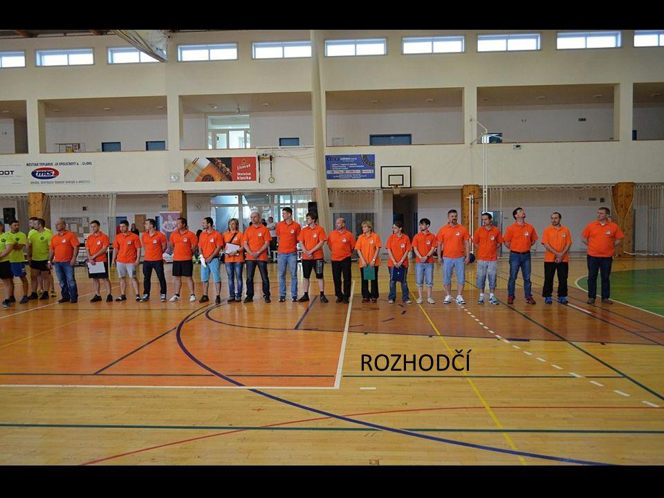 Nástup soutěžících před zahájením soutěže