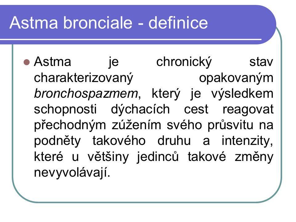 Astma bronciale - definice Astma je chronický stav charakterizovaný opakovaným bronchospazmem, který je výsledkem schopnosti dýchacích cest reagovat přechodným zúžením svého průsvitu na podněty takového druhu a intenzity, které u většiny jedinců takové změny nevyvolávají.