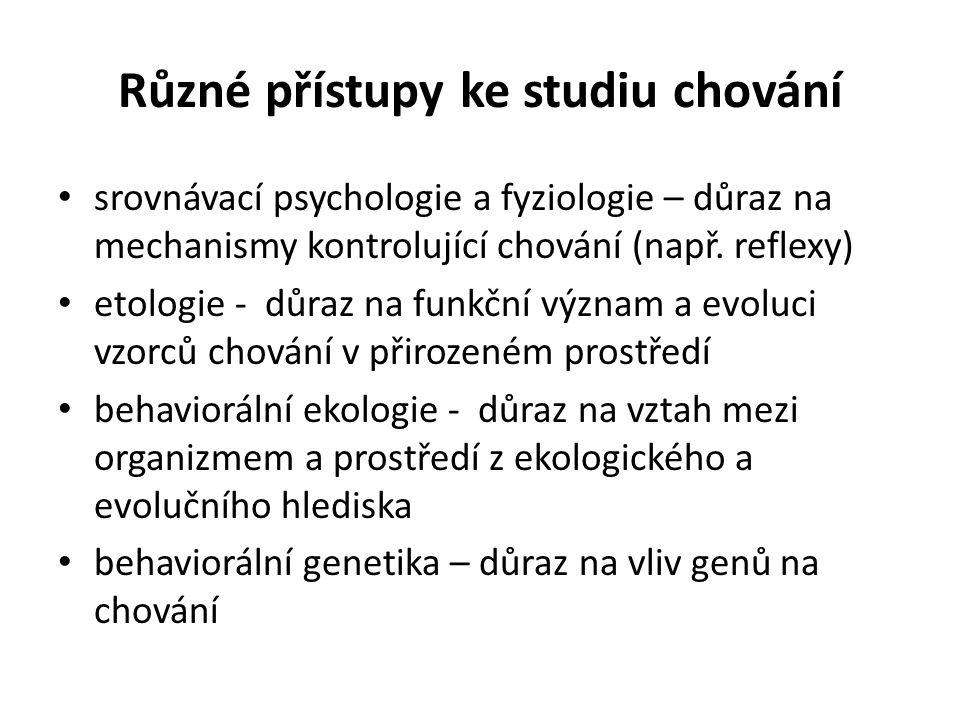 Různé přístupy ke studiu chování srovnávací psychologie a fyziologie – důraz na mechanismy kontrolující chování (např. reflexy) etologie - důraz na fu