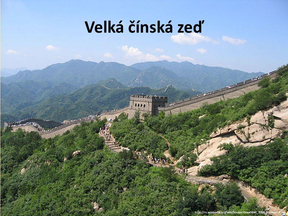 Velká čínská zeď http://cs.wikipedia.org/wiki/Soubor:GreatWall_2004_Summer_4.jpg