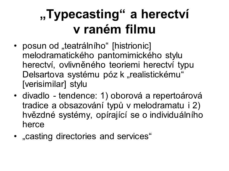 """""""Typecasting a herectví v raném filmu posun od """"teatrálního [histrionic] melodramatického pantomimického stylu herectví, ovlivněného teoriemi herectví typu Delsartova systému póz k """"realistickému [verisimilar] stylu divadlo - tendence: 1) oborová a repertoárová tradice a obsazování typů v melodramatu i 2) hvězdné systémy, opírající se o individuálního herce """"casting directories and services"""