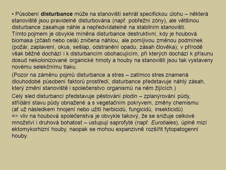 Působení disturbance může na stanovišti sehrát specifickou úlohu – některá stanoviště jsou pravidelně disturbována (např. pobřežní zóny), ale většinou