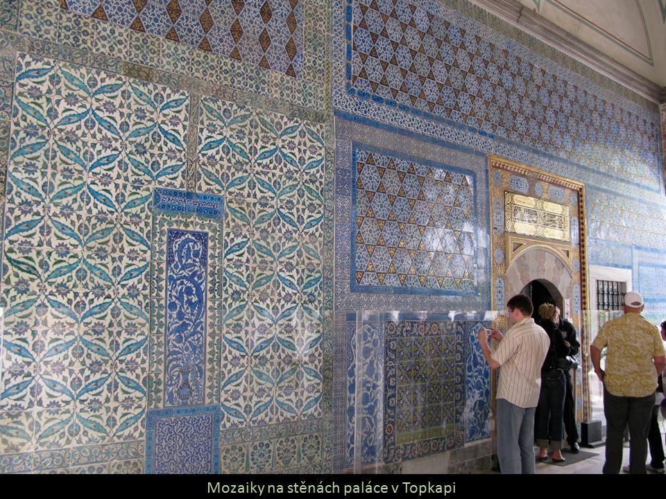 Mozaiky na stěnách paláce v Topkapi