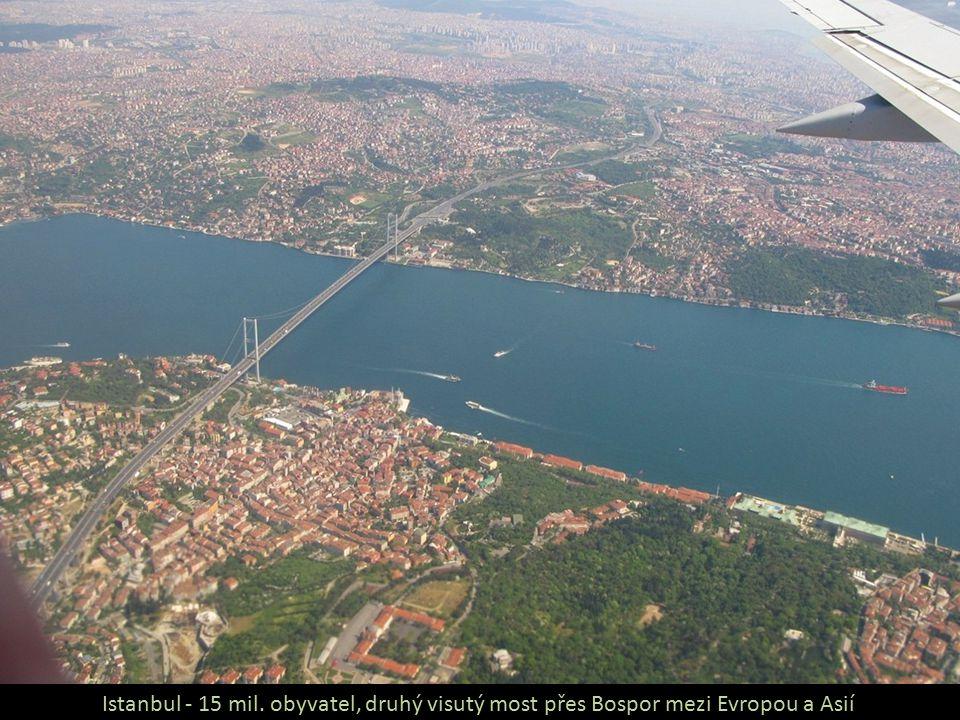 Istanbul - 15 mil. obyvatel, druhý visutý most přes Bospor mezi Evropou a Asií