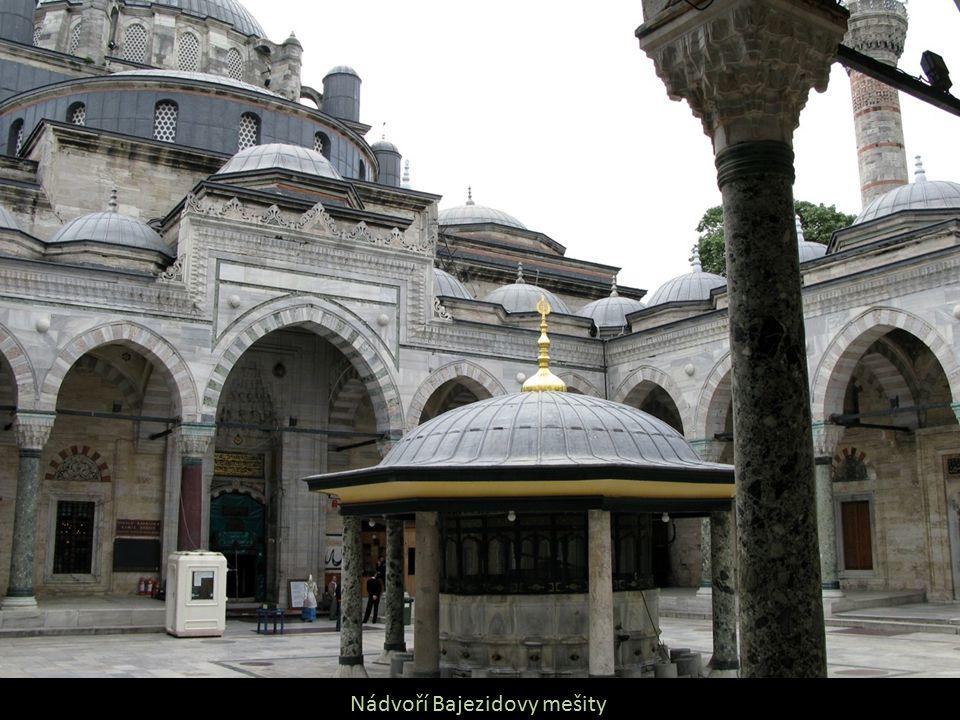 Nádvoří Bajezidovy mešity