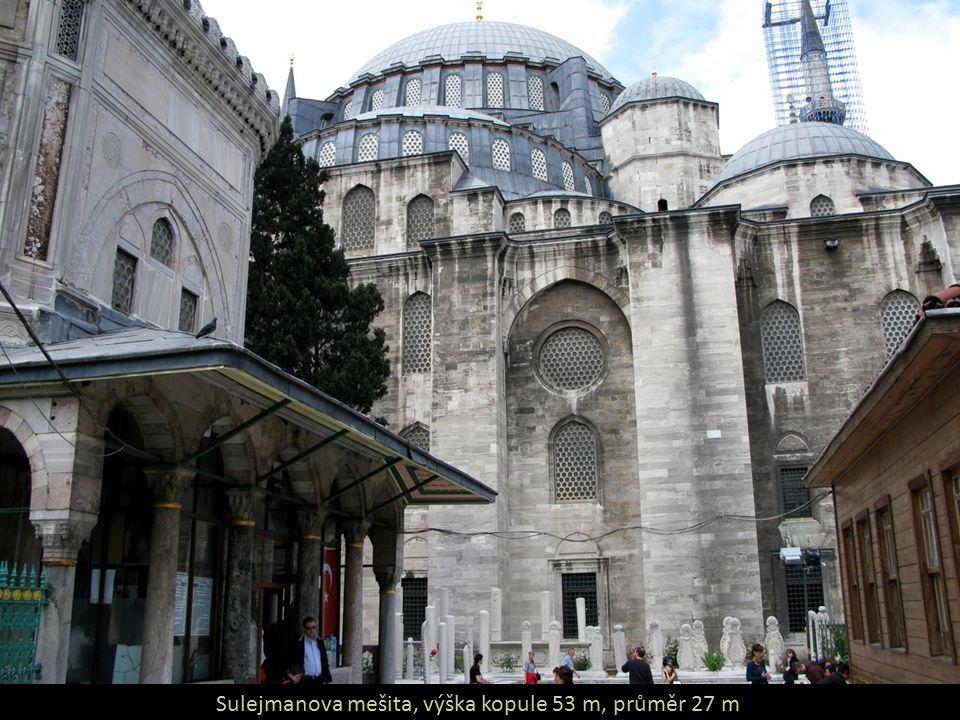 Sulejmanova mešita, výška kopule 53 m, průměr 27 m