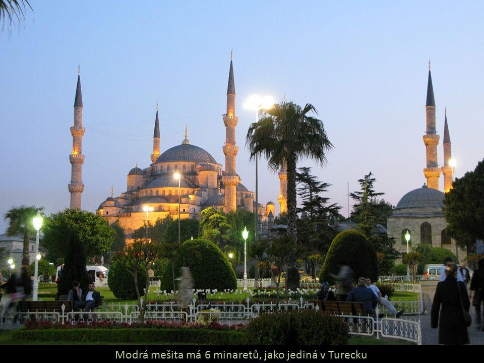 Modrá mešita má 6 minaretů, jako jediná v Turecku