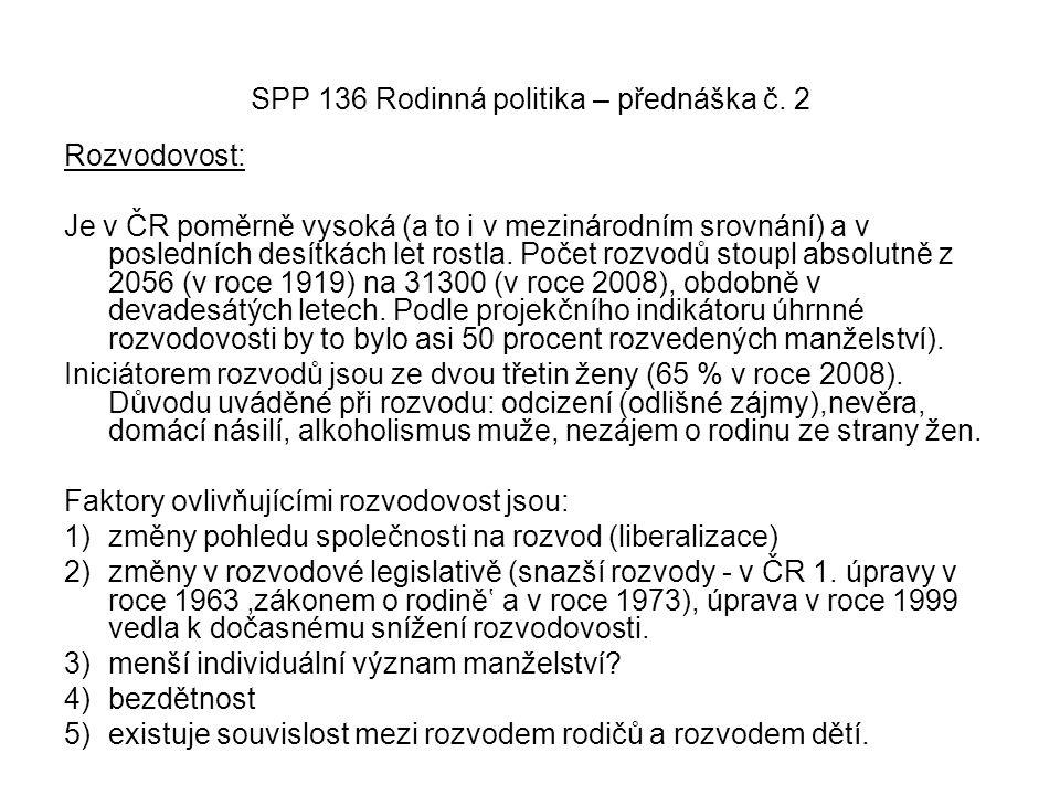 SPP 136 Rodinná politika – přednáška č. 2 Rozvodovost: Je v ČR poměrně vysoká (a to i v mezinárodním srovnání) a v posledních desítkách let rostla. Po