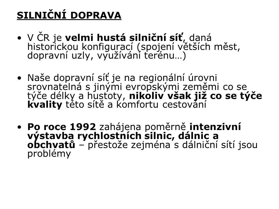 SILNIČNÍ DOPRAVA V ČR je velmi hustá silniční síť, daná historickou konfigurací (spojení větších měst, dopravní uzly, využívání terénu…) Naše dopravní síť je na regionální úrovni srovnatelná s jinými evropskými zeměmi co se týče délky a hustoty, nikoliv však již co se týče kvality této sítě a komfortu cestování Po roce 1992 zahájena poměrně intenzivní výstavba rychlostních silnic, dálnic a obchvatů – přestože zejména s dálniční sítí jsou problémy