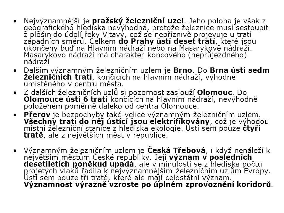 Nejvýznamnější je pražský železniční uzel. Jeho poloha je však z geografického hlediska nevýhodná, protože železnice musí sestoupit z plošin do údolí
