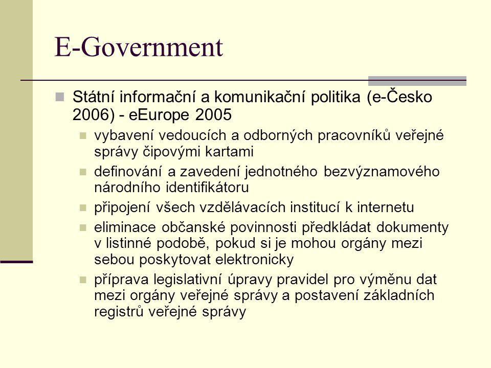 E-Government Státní informační a komunikační politika (e-Česko 2006) - eEurope 2005 vybavení vedoucích a odborných pracovníků veřejné správy čipovými