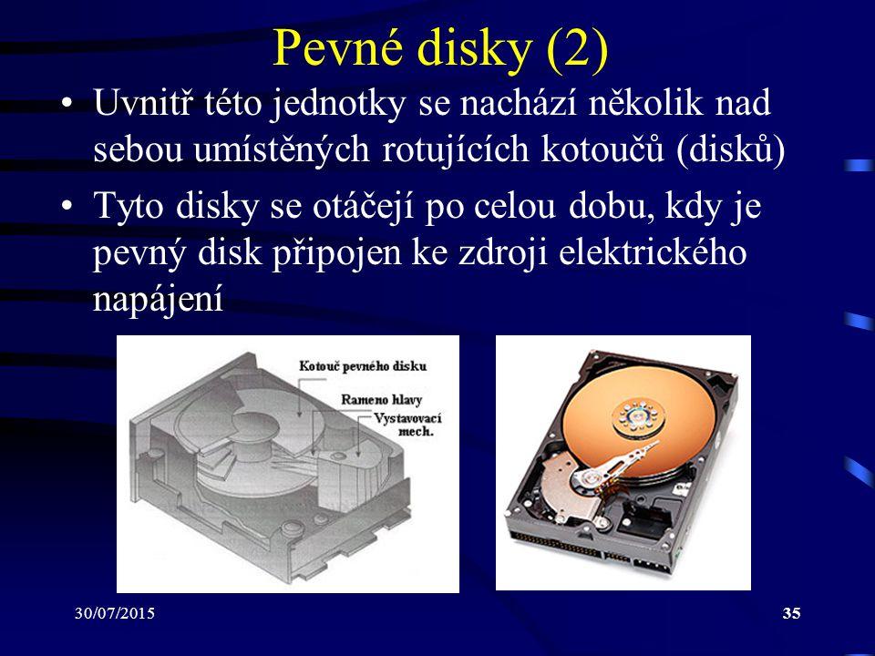30/07/201535 Pevné disky (2) Uvnitř této jednotky se nachází několik nad sebou umístěných rotujících kotoučů (disků) Tyto disky se otáčejí po celou do