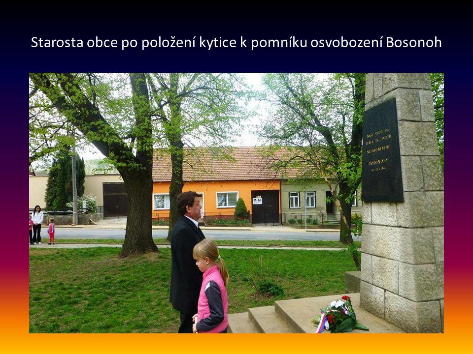 Starosta Bosonoh pan Miroslav Sojka zahájil pietní vzpomínku k 70. výročí osvobození obce minutou ticha k uctění památky obětí II. světové války