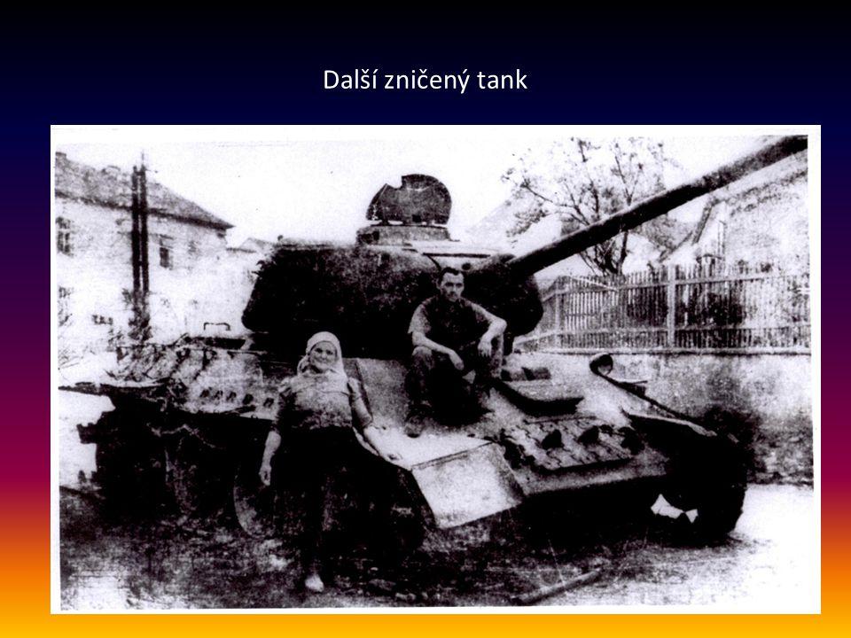 Pohled na dům č. 68, nyní Pražská 45, před kterým stál před 70ti lety v dubnu zničený tank T-34, č. 202