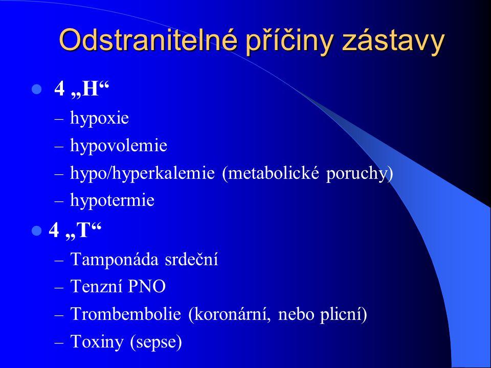 """Odstranitelné příčiny zástavy 4 """"H – hypoxie – hypovolemie – hypo/hyperkalemie (metabolické poruchy) – hypotermie 4 """"T – Tamponáda srdeční – Tenzní PNO – Trombembolie (koronární, nebo plicní) – Toxiny (sepse)"""