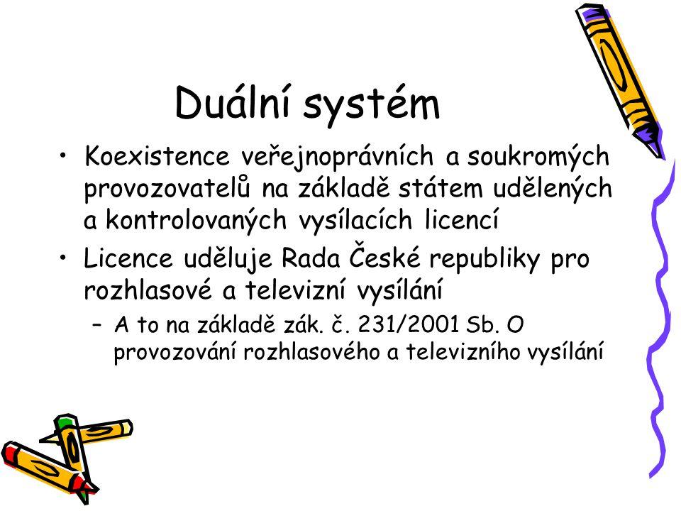 Duální systém Koexistence veřejnoprávních a soukromých provozovatelů na základě státem udělených a kontrolovaných vysílacích licencí Licence uděluje Rada České republiky pro rozhlasové a televizní vysílání –A to na základě zák.