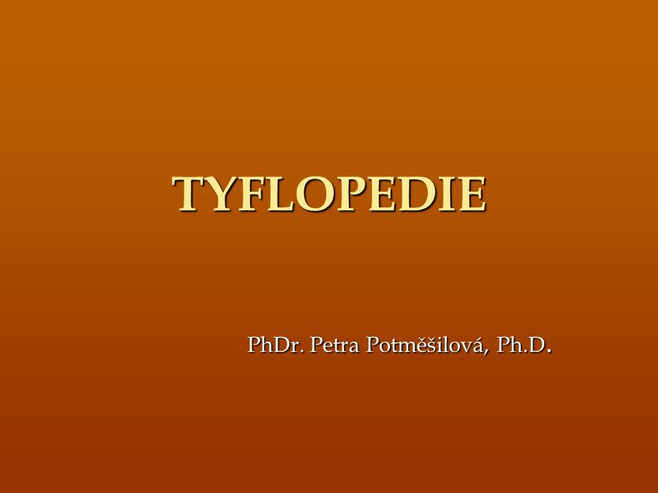UVEDENÍ DO PROBLEMATIKY jedna ze speciálně-pedagogických disciplín, která se zabývá výchovou, vzděláváním a rozvojem osob se zrakovým postižením z řeckého tyflos- slepý, paidea – výchova pro označení disciplíny se používali: ortopedie, okulopedie, tyflopedagogika, oftalmologická defektologie dnes se používá – tyflopedie, oftalmopedie dnes se používá – tyflopedie, oftalmopedie