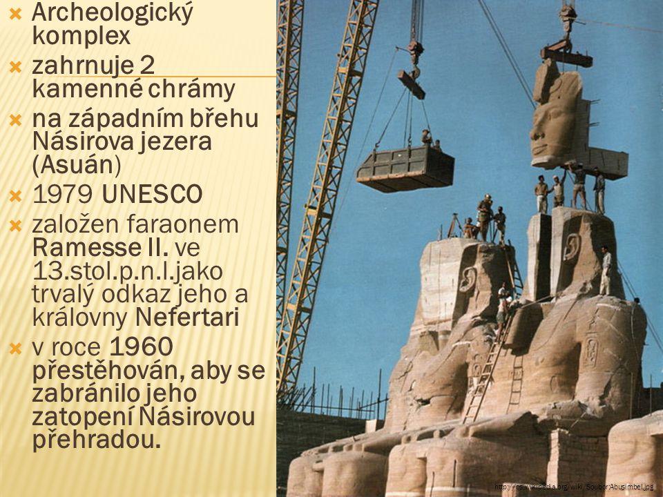  Archeologický komplex  zahrnuje 2 kamenné chrámy  na západním břehu Násirova jezera (Asuán)  1979 UNESCO  založen faraonem Ramesse II.
