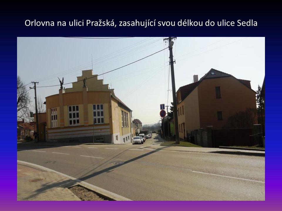 Ulice Pražská – průjezdní silnice první třídy vlevo část budovy Orlovny
