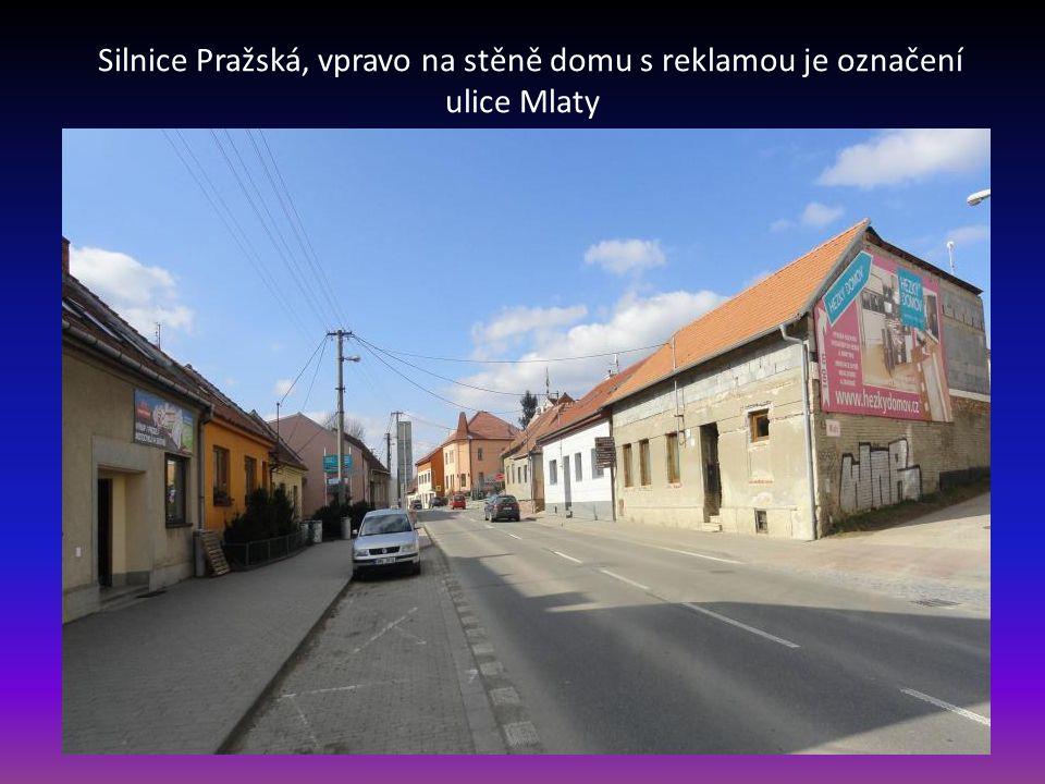 Pohled z ulice Skalní na ulici Křivánky