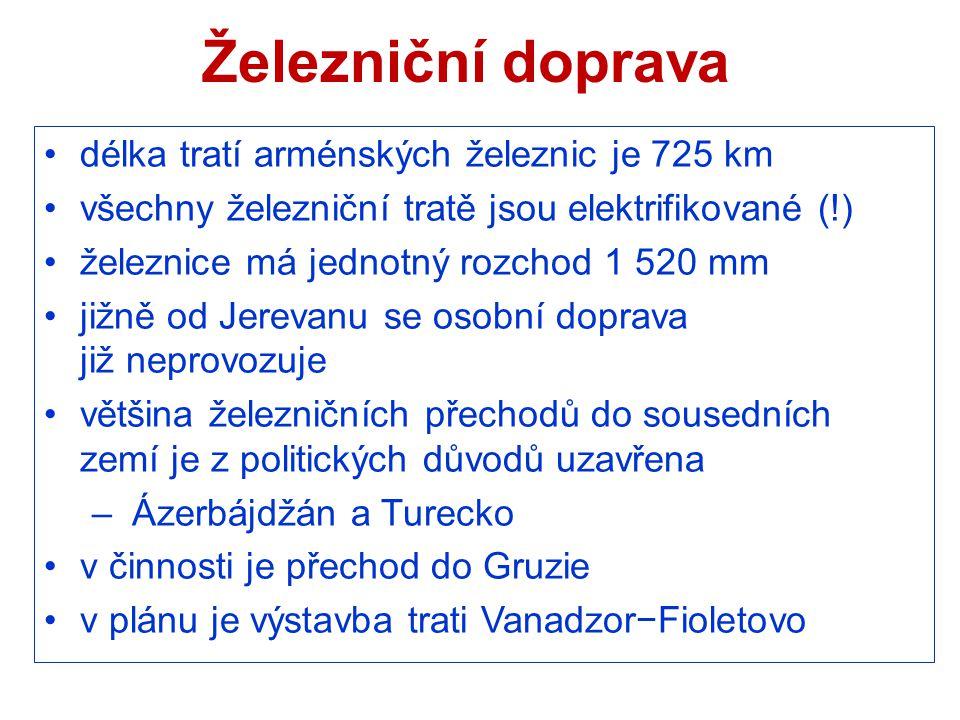 Železniční doprava délka tratí arménských železnic je 725 km všechny železniční tratě jsou elektrifikované (!) železnice má jednotný rozchod 1 520 mm