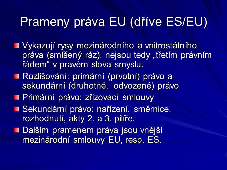 """Prameny práva EU (dříve ES/EU) Vykazují rysy mezinárodního a vnitrostátního práva (smíšený ráz), nejsou tedy """"třetím právním řádem"""" v pravém slova smy"""