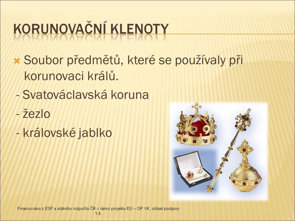  Soubor předmětů, které se používaly při korunovaci králů.
