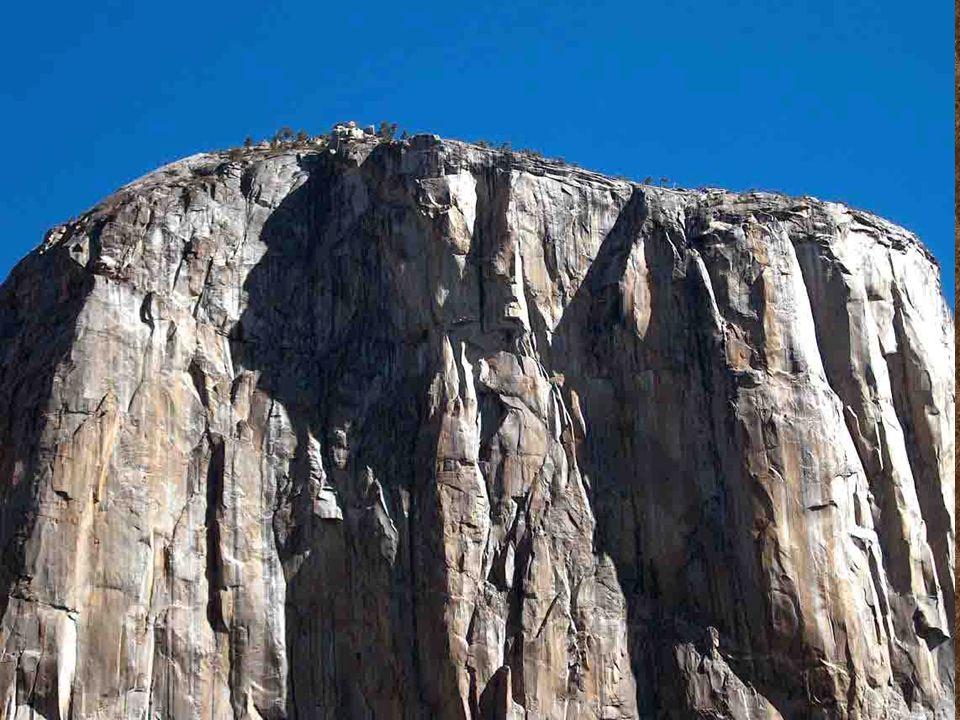 2.307 m VÝŠKA, 900 m VYSOKÁ KOLMÁ HOROLEZECKÁ STĚNA