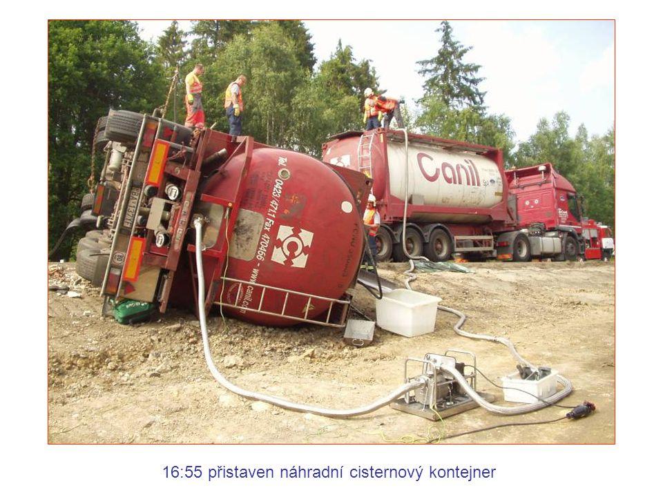 16:55 přistaven náhradní cisternový kontejner