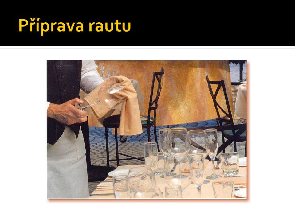  Převládá studená kuchyně  Finger food  Nápoje nabízíme na nápojových stolech nebo je nosíme na platech mezi hosty.