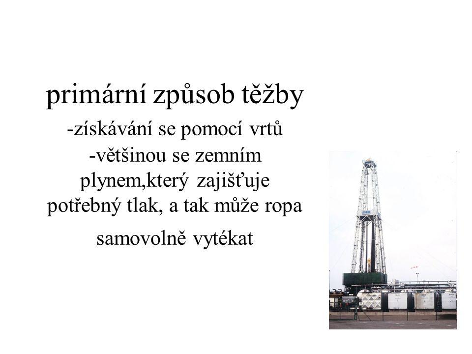 primární způsob těžby -získávání se pomocí vrtů -většinou se zemním plynem,který zajišťuje potřebný tlak, a tak může ropa samovolně vytékat