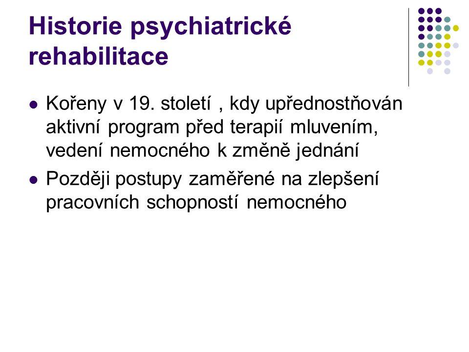Organizace psychiatrické péče část nemocných s psychózou je schopna žít (různě dlouhou dobu) mimo psychiatrická zařízení, ale vyžaduje komplexní péči, kterou mohou poskytnout zařízení komunitní psychiatrie týká se to do určité míry i dalších nemocných s chronickými psychickými poruchami (např.
