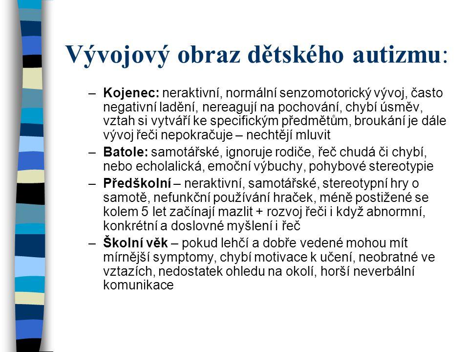 Vývojový obraz dětského autizmu: –Kojenec: neraktivní, normální senzomotorický vývoj, často negativní ladění, nereagují na pochování, chybí úsměv, vzt