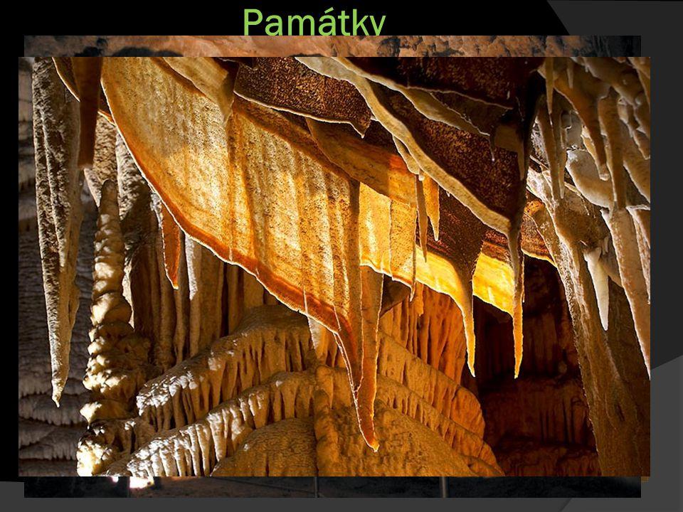 Památky Škocjanské jeskyně  Komplex vápencových jeskyň  Délka přes 6 km  Hloubka 200 m  Velké množství vodopádů a jeskyních síní  Jeskyně se nachází ve slovinském krasu  Rok zapsání: 1986