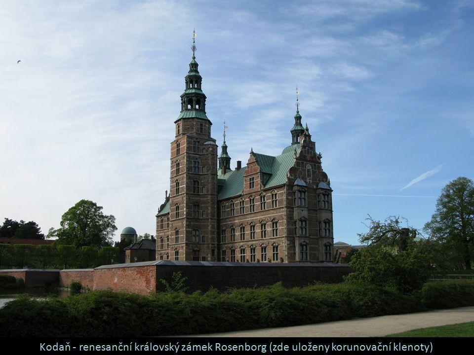 Kodaň - renesanční královský zámek Rosenborg (zde uloženy korunovační klenoty)