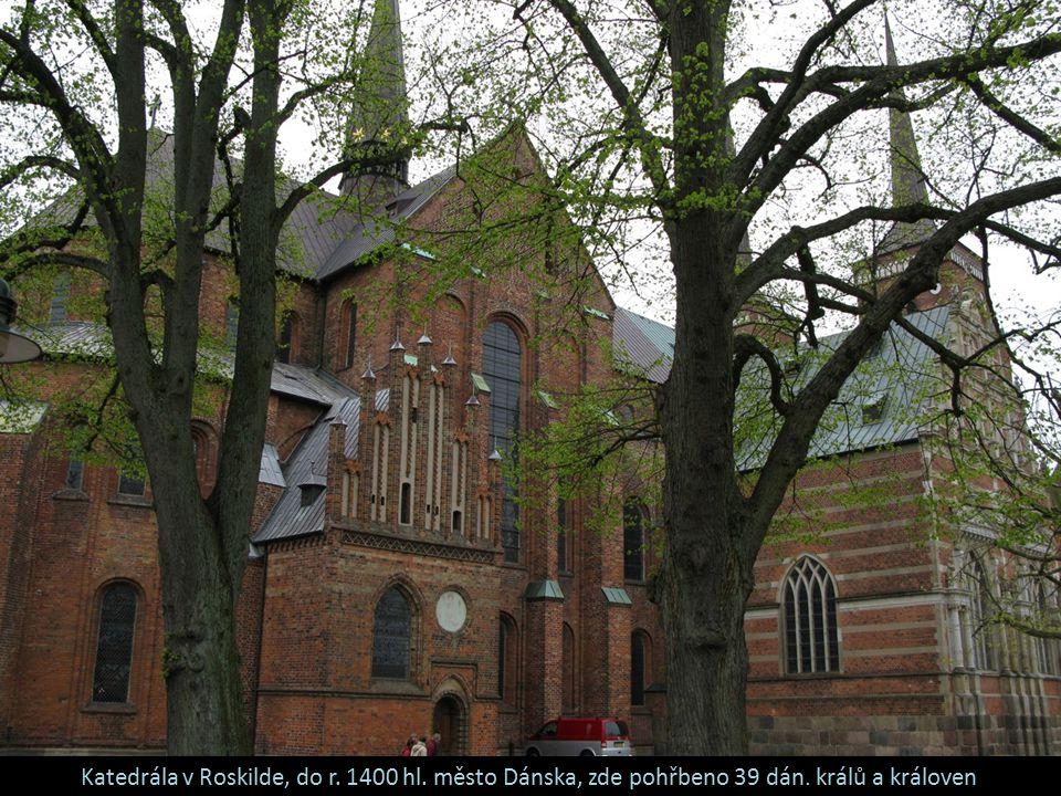 Katedrála v Roskilde, do r. 1400 hl. město Dánska, zde pohřbeno 39 dán. králů a královen