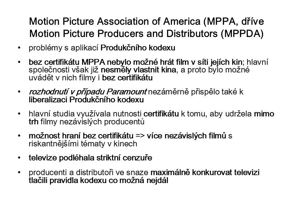 Motion Picture Association of America (MPPA, dříve Motion Picture Producers and Distributors (MPPDA) problémy s aplikací Produkčního kodexu bez certifikátu MPPA nebylo možné hrát film v síti jejích kin; hlavní společnosti však již nesměly vlastnit kina, a proto bylo možné uvádět v nich filmy i bez certifikátu rozhodnutí v případu Paramount nezáměrně přispělo také k liberalizaci Produkčního kodexu hlavní studia využívala nutnosti certifikátu k tomu, aby udržela mimo trh filmy nezávislých producentů možnost hraní bez certifikátu => více nezávislých filmů s riskantnějšími tématy v kinech televize podléhala striktní cenzuře producenti a distributoři ve snaze maximálně konkurovat televizi tlačili pravidla kodexu co možná nejdál