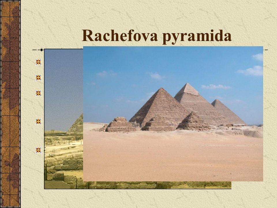 Rachefova pyramida Vypadá vyšší->stojí na vyvýšeném místě.